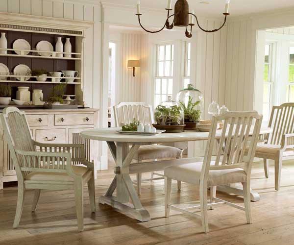"""incluso la cocina más nueva y hermosa puede aparecer anónima y pasar desapercibida si no está adecuadamente realzada por el """"contorno"""", de la misma manera que una cocina antigua."""